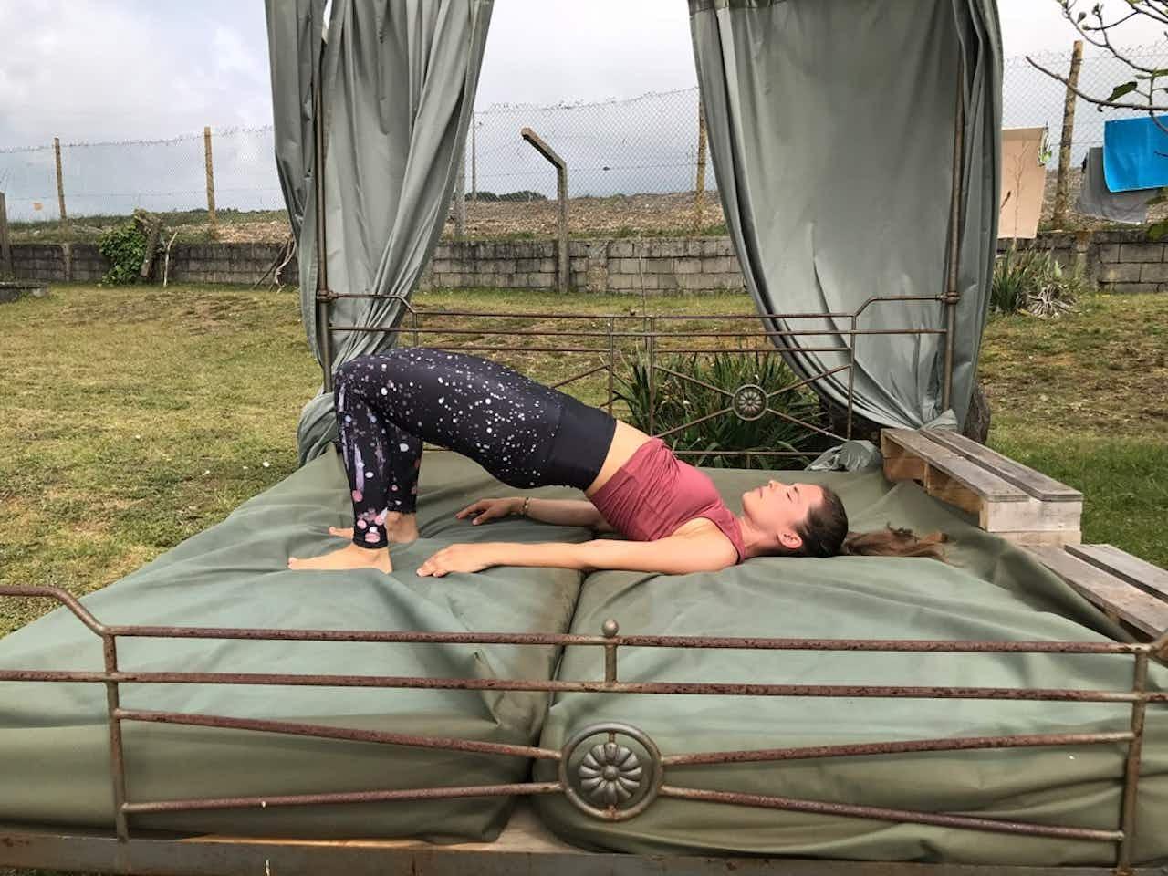 Yoga Übung die Schulterbrücke