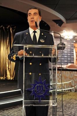Kapitän Guilano Bossi hat mehr als 30 Jahre Erfahrung als Kreuzfahrtkapitän.