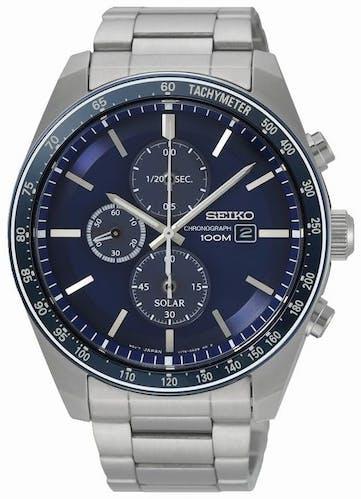 Cette montre SEIKO se compose d'un boîtier Rond de 43.2 mm et d'un bracelet en Acier Gris