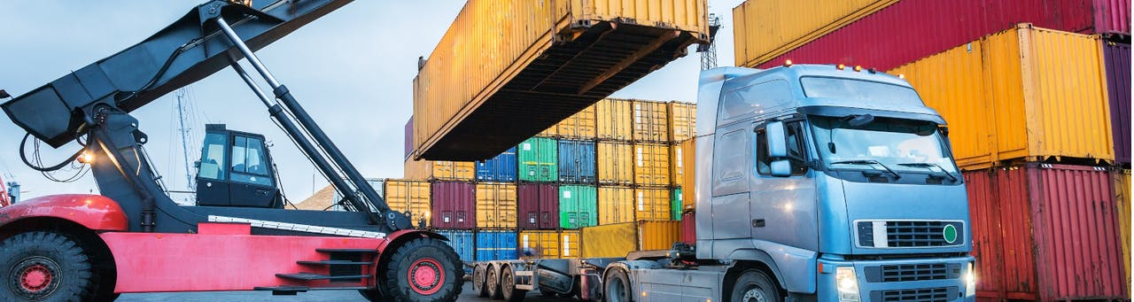 Container LKW Haffen Umschlag