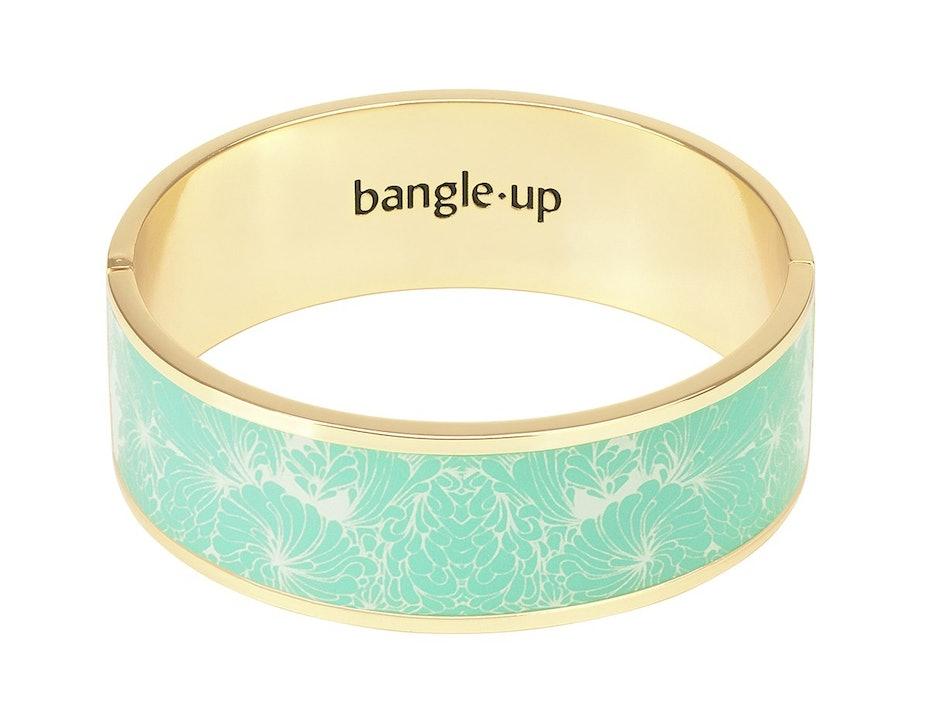 Bracelet 2 cm en émail et doré à l'or fin Ce bracelet s'ouvre et se ferme à l'aide d'un fermoir. Ce produit est disponible en taille unique. Livré dans un pochon en coton. Matière principale : Laiton