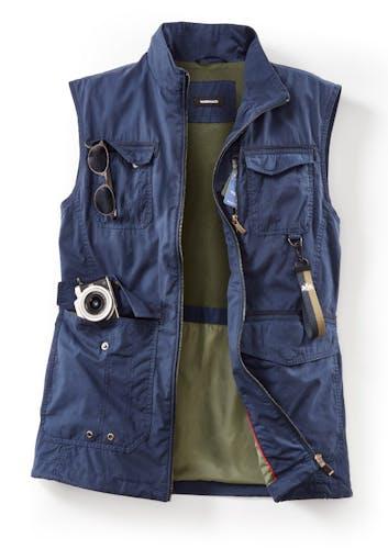 Blaue Weste – viele Taschen, gut gefüllt
