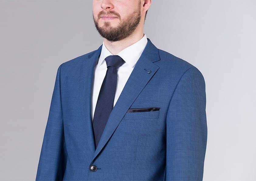 Mann im Anzug – Brustpartie perfekt