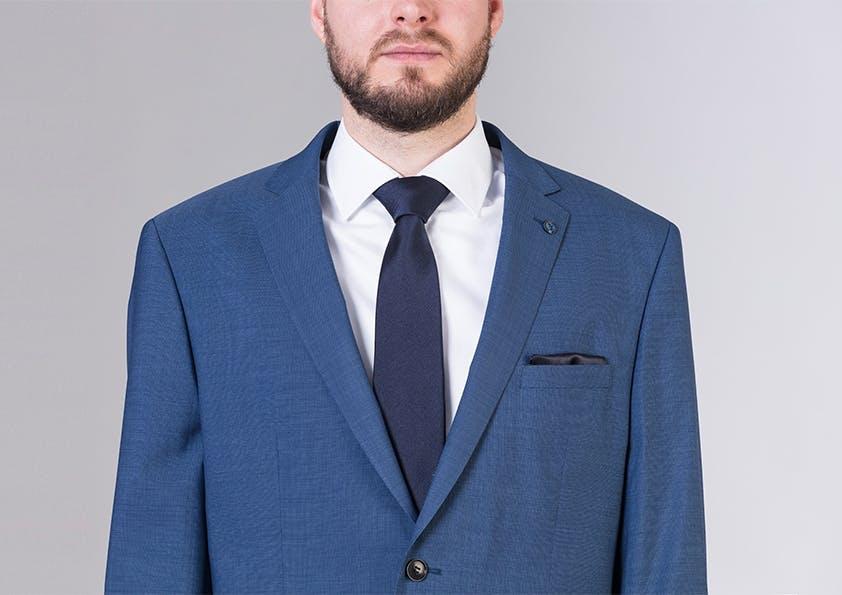 Mann im Anzug – Schulter zu groß