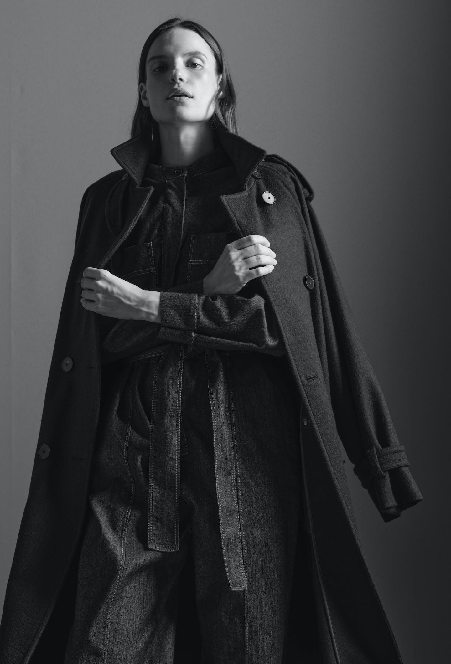 Damen schwarz weiss Bild Mantel