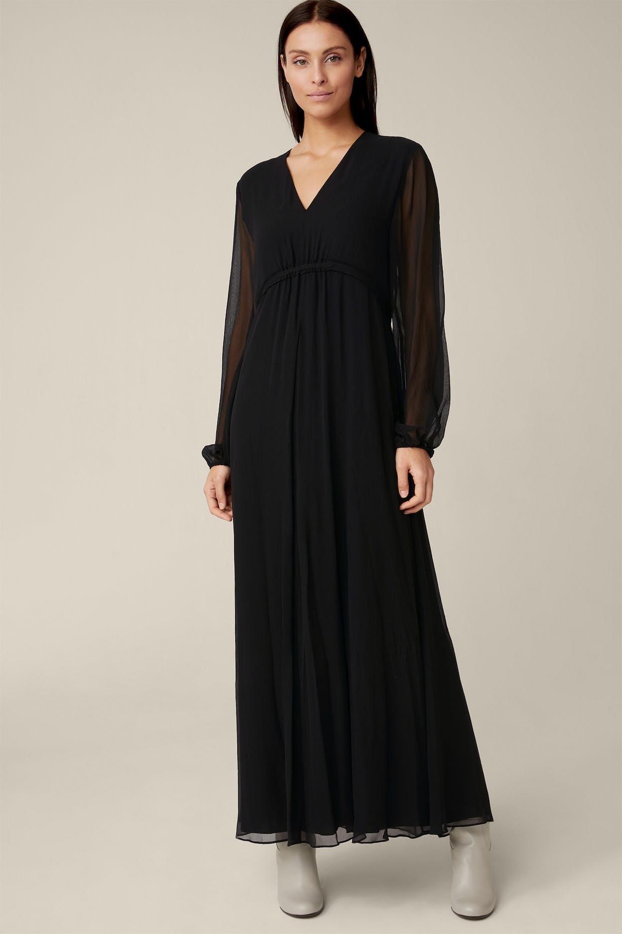 Seiden-Kleid in Maxi-Länge mit tiefem V-Ausschnitt in Schwarz