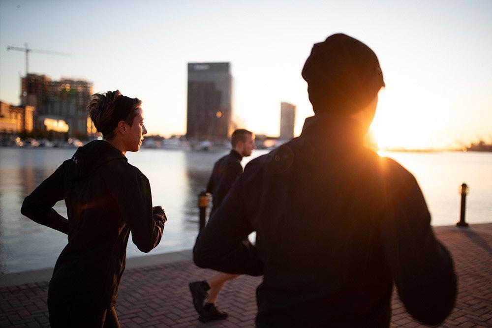 Laufen im Sonnenuntergang in Baltimore