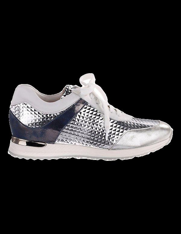 Elegante Sneaker mit Kontrastsohle