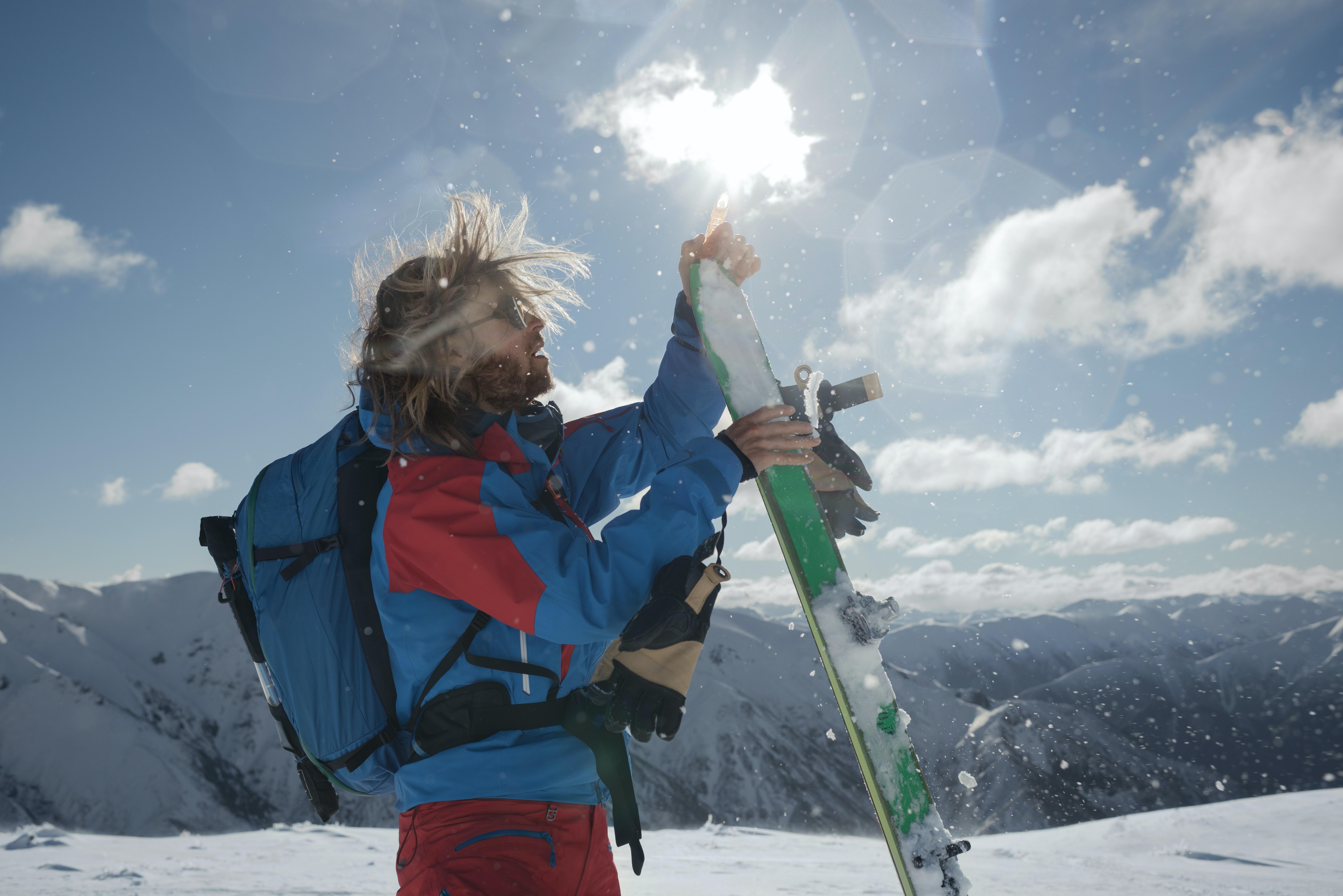 Snowboarder im Wintersportgebiet