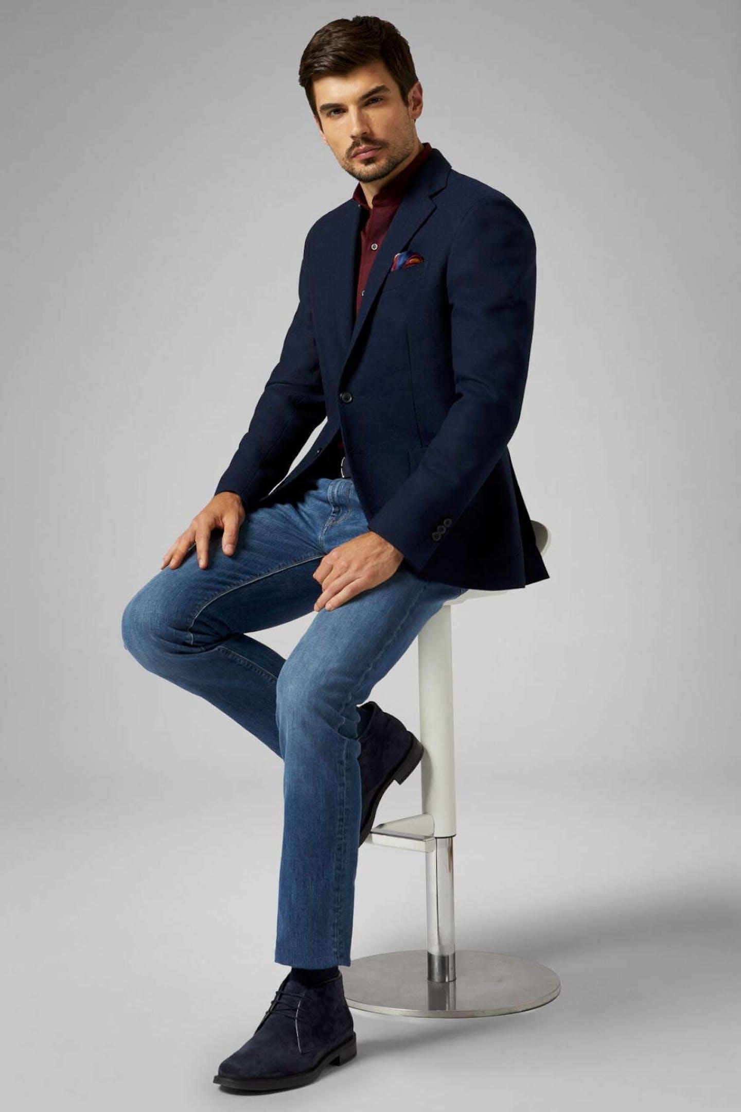 come abbinare i jeans chiari uomo con giacca blu Boggi Milano