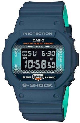 Cette montre G-SHOCK se compose d'un boîtier Carré de 48.9 mm et d'un bracelet en Résine Bleu