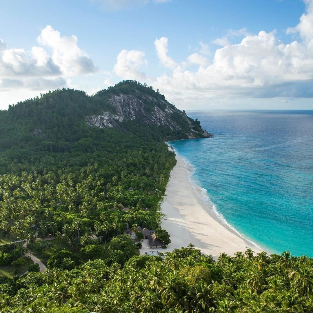 Blick auf einsame karibische Bucht.