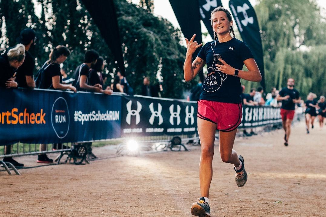 Läuferin beim SportScheck Lauf mit Musik