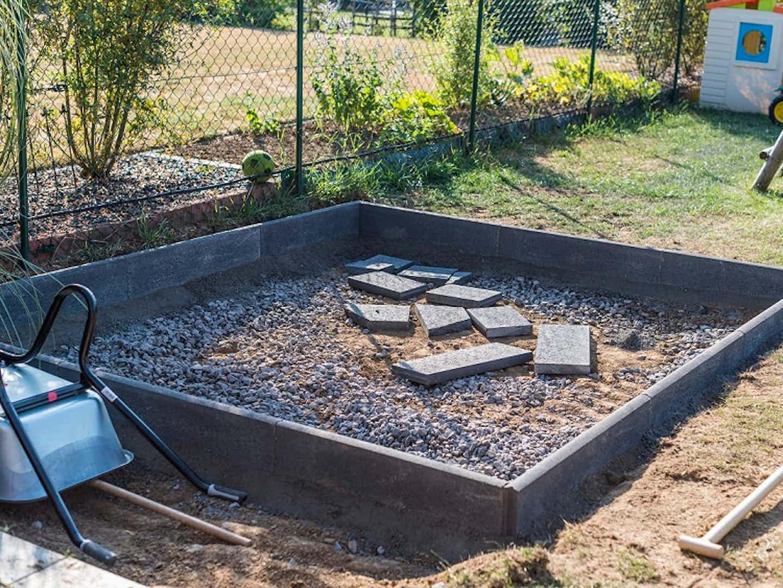 Vorher: Das Fundament für ein neues Holzgartenhaus