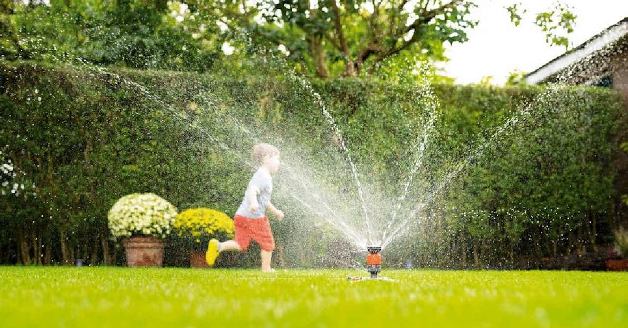 Bewässerungs-Sprinkler-System für den Garten
