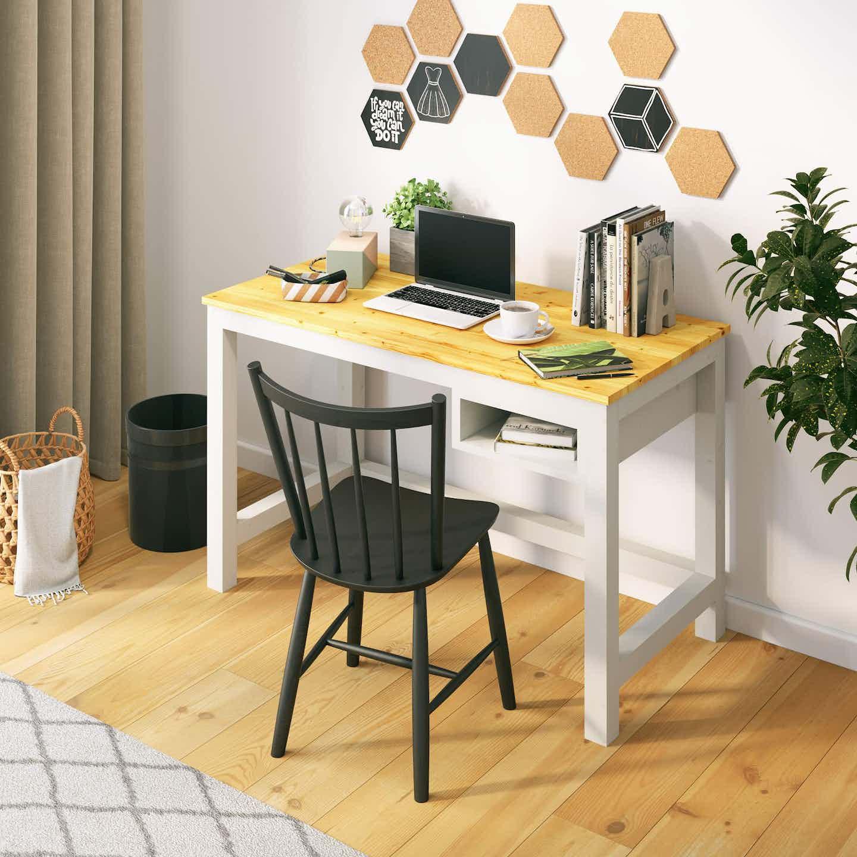 Kleiner selbst gebauter Schreibtisch