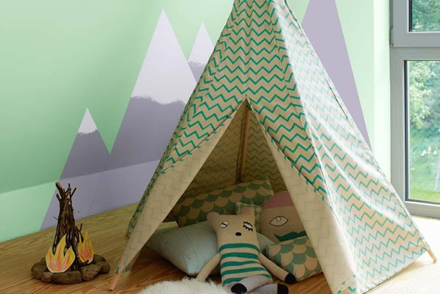 Alpina Kinderzimmerfarbe, Grüne Wandfarbe mit Wandbild innen