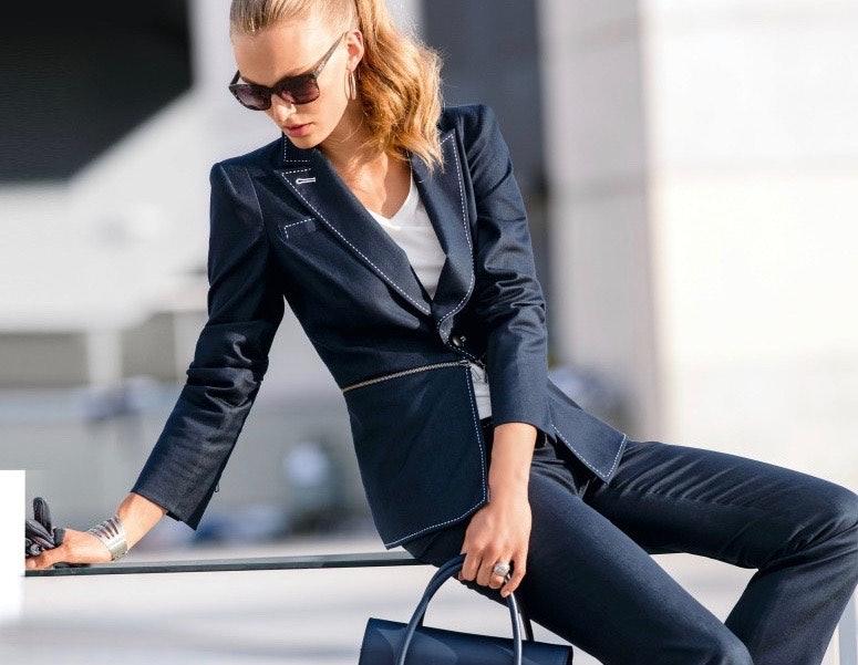 Frau im Businesslook mit Hosenanzug