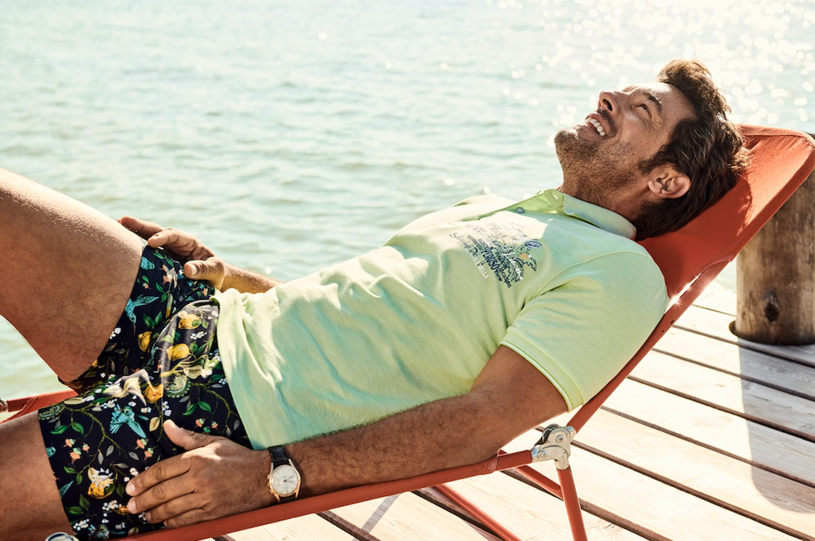 RAGMAN Man of Joy Herren Outfit, Poloshirt und Shorts auf Sonnenliege