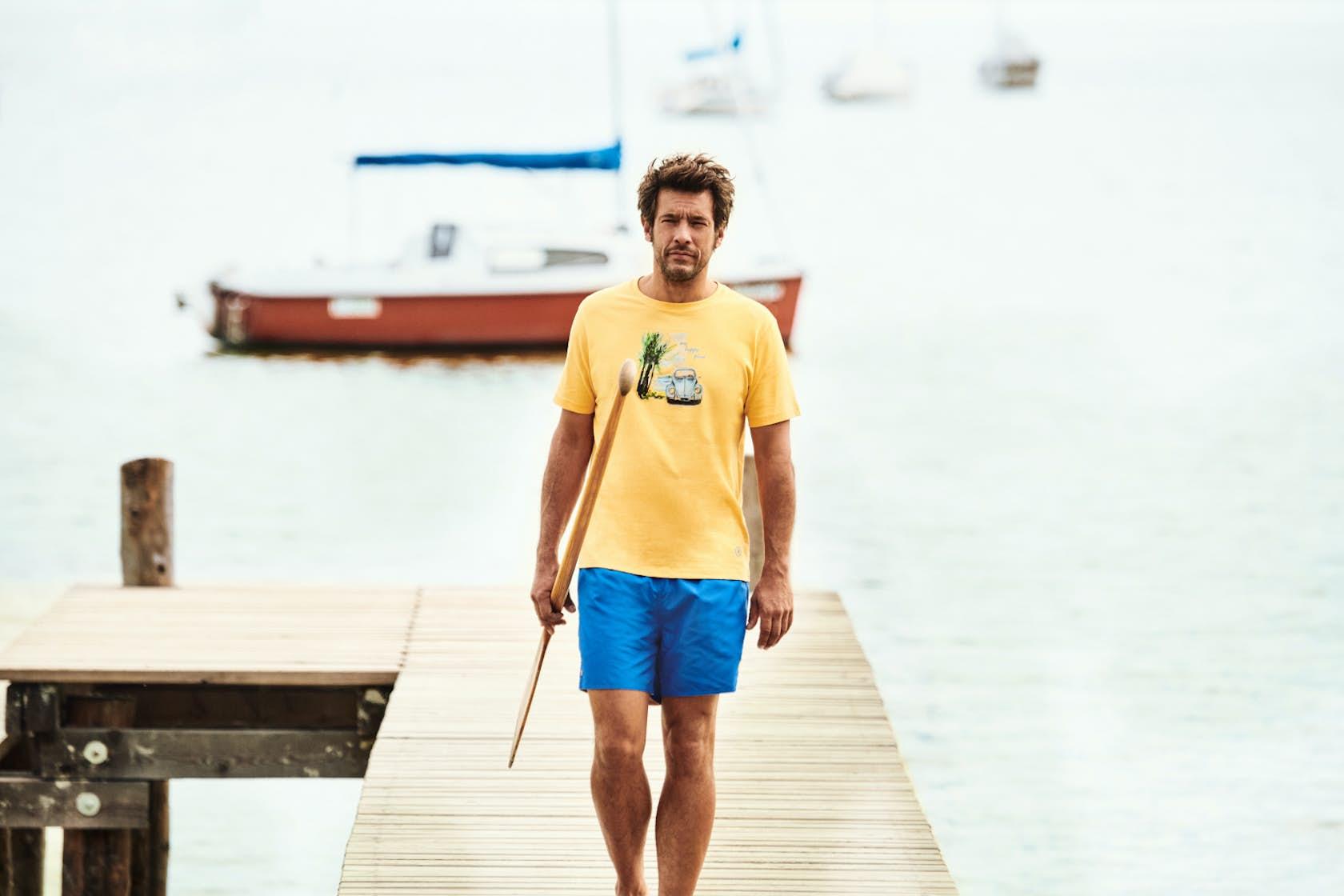 RAGMAN Man of Joy Herren Outfit, T-Shirt und Shorts auf Bootssteg