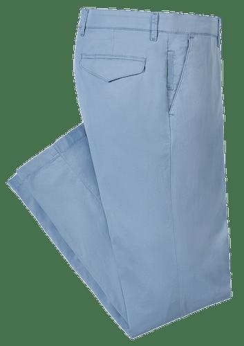 Hellblaue Hose mit Gürtelschlaufen.