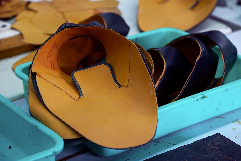 Cuir à l'atelier de fabrication des chaussures - Melvin & Hamilton