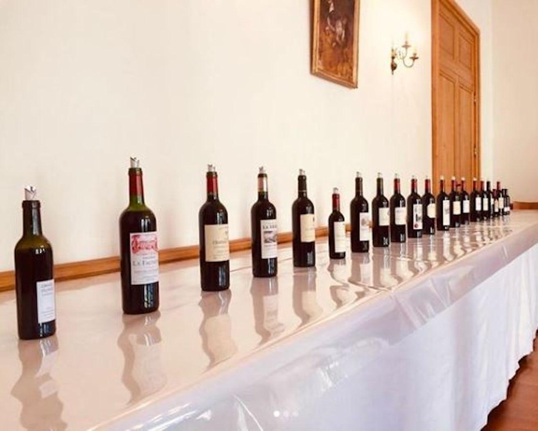 fe31156206 Unser Bordeaux-Experte Tjark Witzgall war fast zwei Wochen links und rechts  der Gironde unterwegs und hat fast 1.000 Fassmuster degustiert.