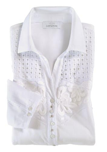 Weiße Bluse mit Blumenstickerei.