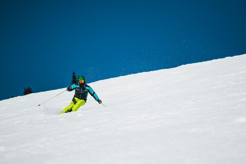 Zu unbeschwertem Skispaß, gehören auch die richtigen Stöcke.