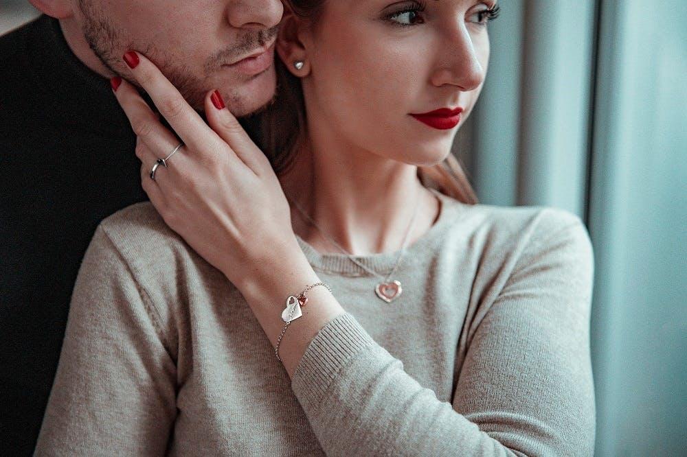 Ce Bracelet CLEOR est en Argent 925/1000 Bicolore en forme de Coeur