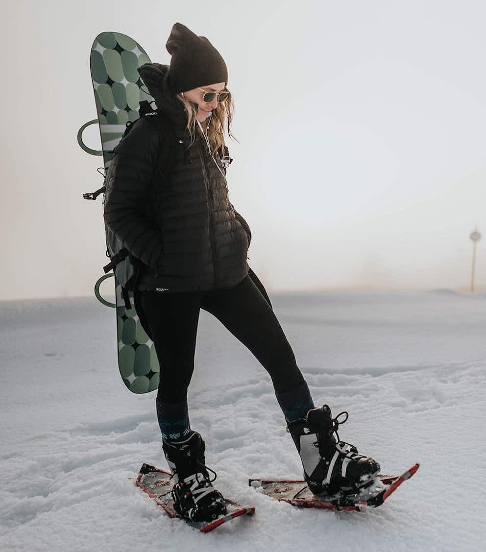 Schneeschuhe zum Snowboardtouren gehen