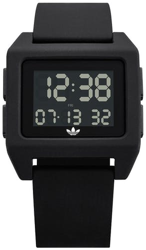 Cette montre ADIDAS se compose d'un boîtier Carré de 40 mm et d'un bracelet en Silicone Noir
