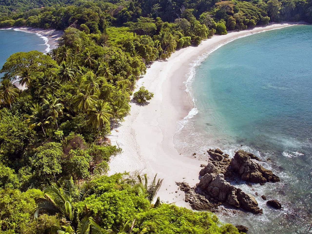 Strand und Urwald im Nationalpark Manuel Antonio