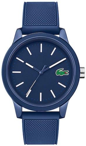 Cette montre LACOSTE se compose d'un boîtier Rond de 42 mm et d'un bracelet en Silicone Bleu