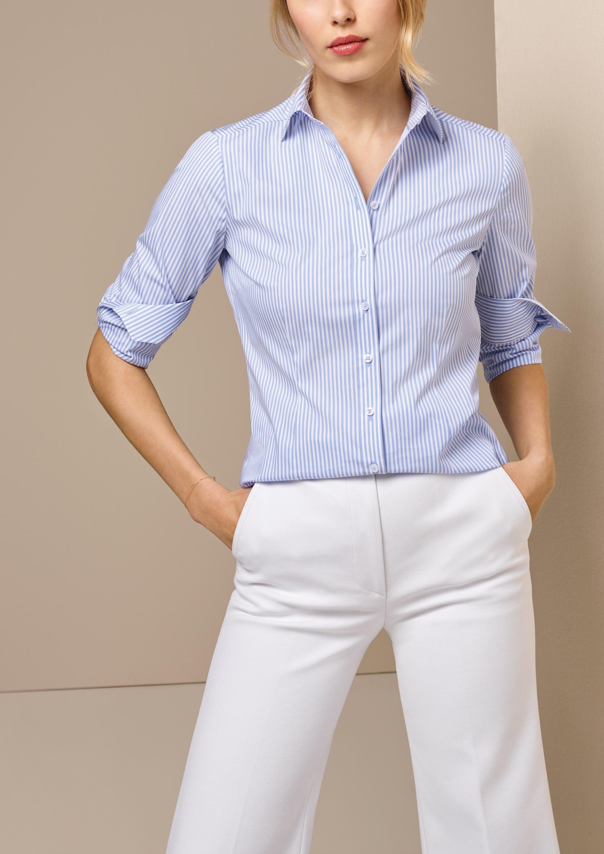 c8bec9f478cad5 Blau-weiß gestreifte Blusen passen für jede Gelegenheit.