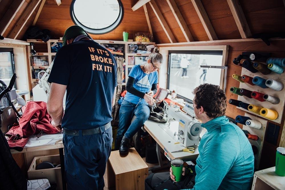 Näher im patagonia Worn Wear Repair Truck