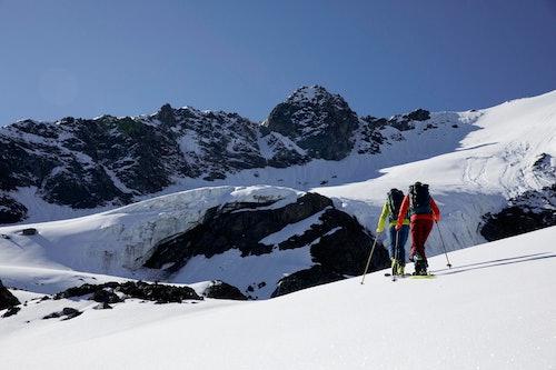 Gita di scialpinismo con Patagonia Upstride