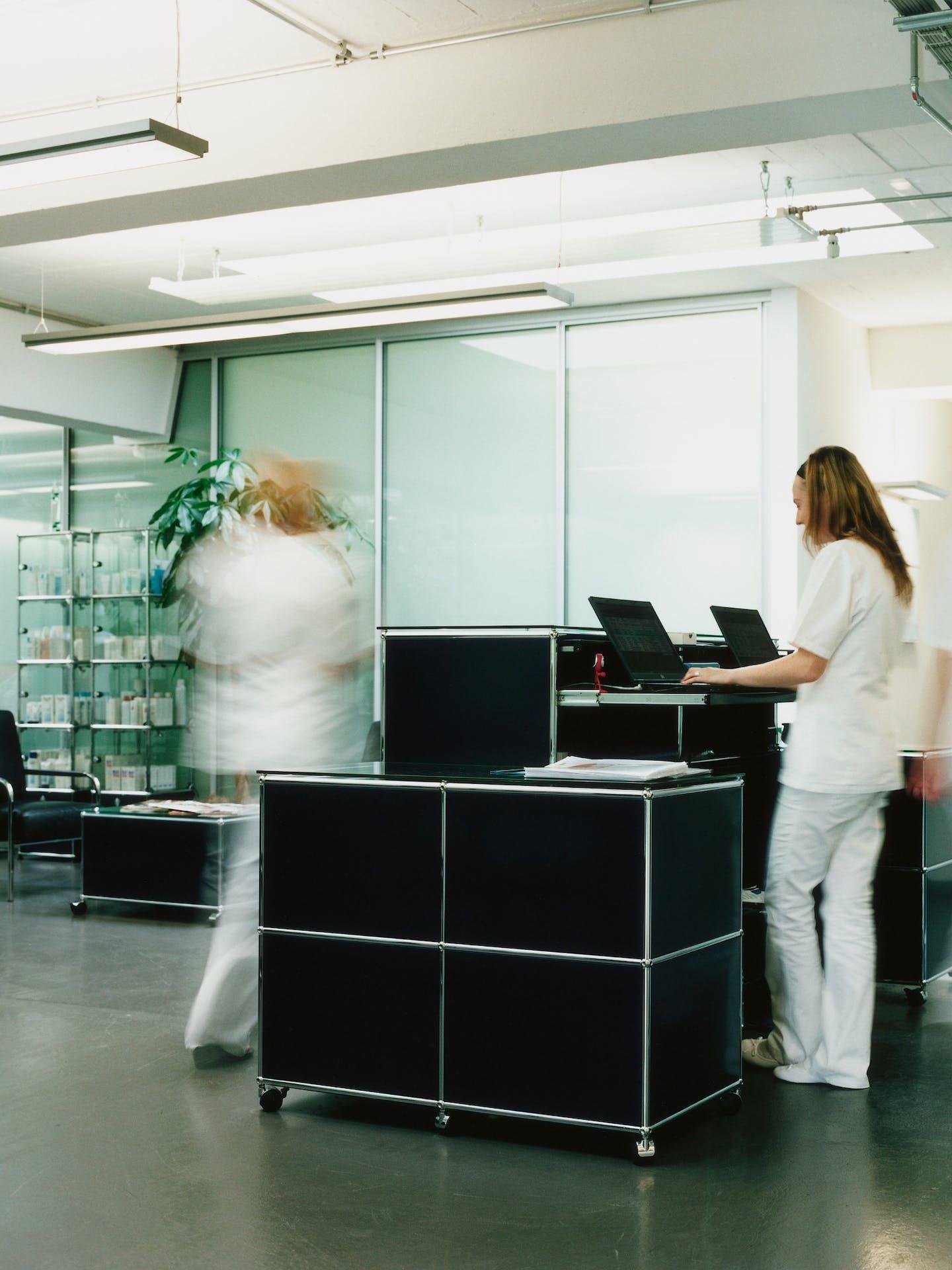 Mobilier USM pour les hôpitaux et les cabinets médicaux