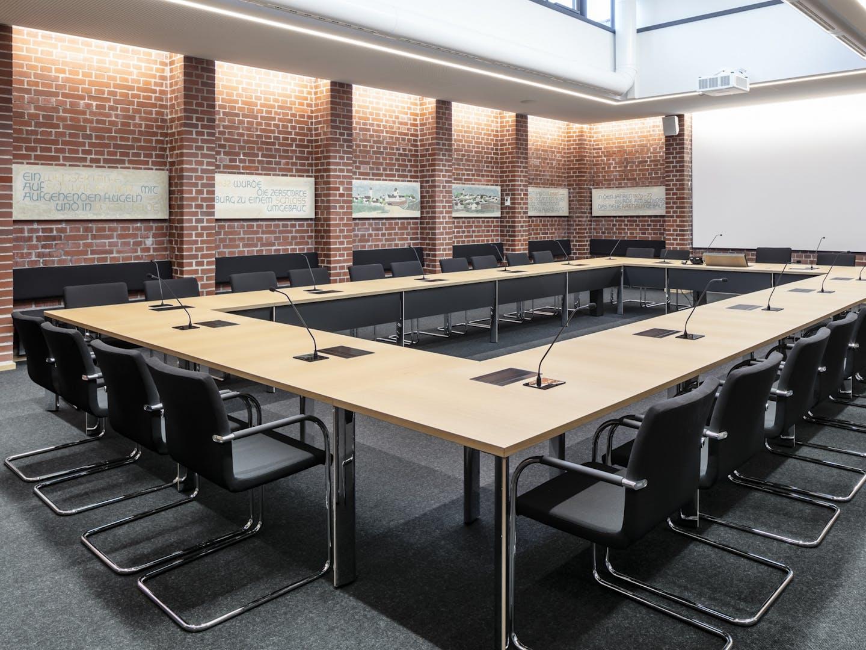 Salle de conférence avec chaises Thonet