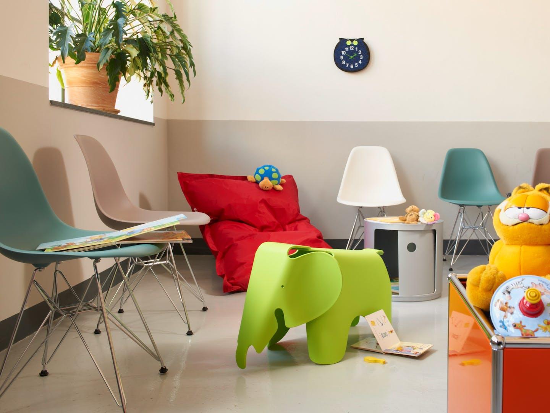 Salle d'attente avec meubles Vitra