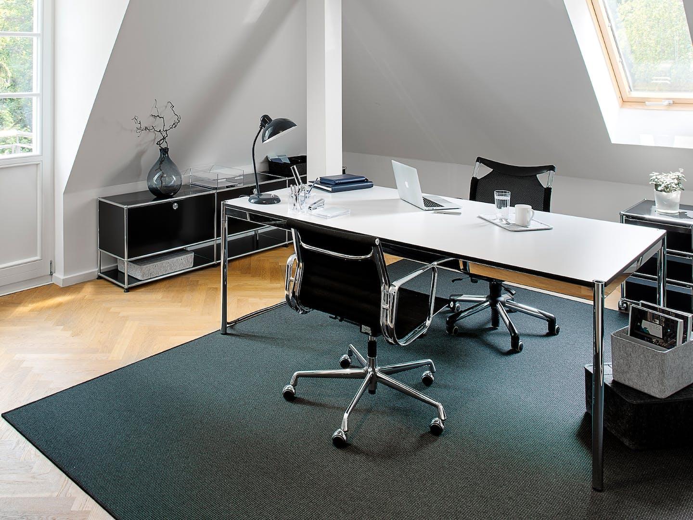 Vitra Aluminium Chair EA 117