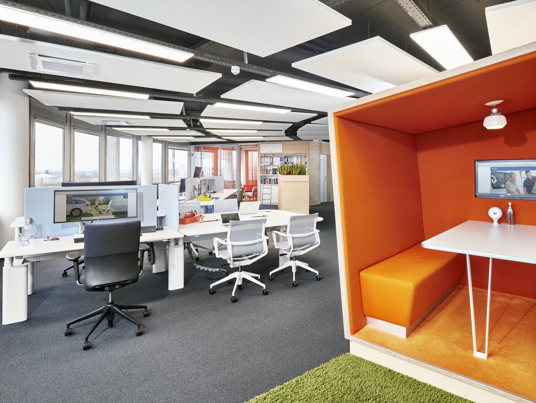 Flexible Arbeitsbereiche im Club Office