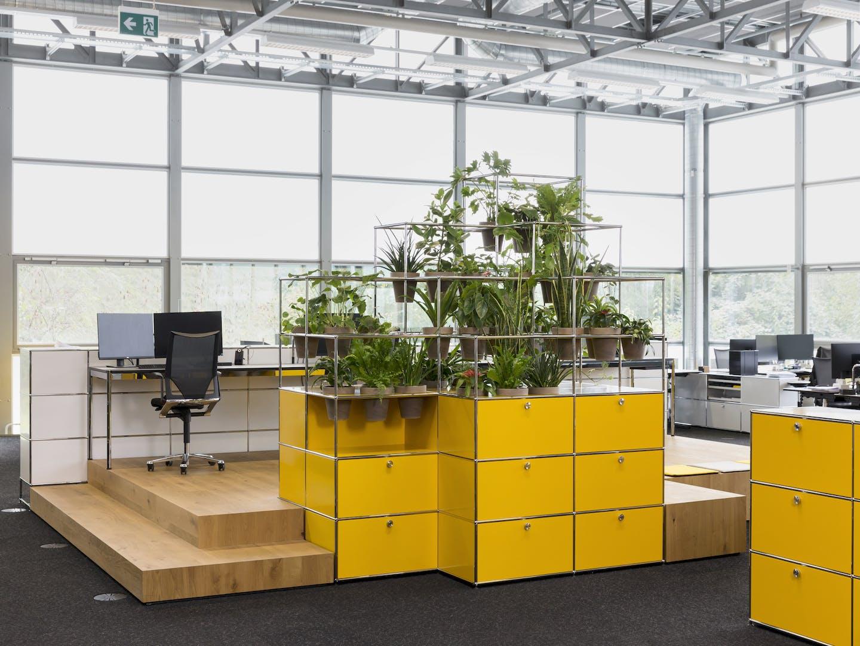 Étagère USM Haller avec inserts pour plantes