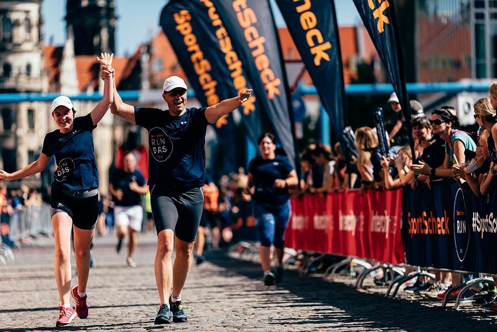 Paar beim SportScheck Lauf Dresden