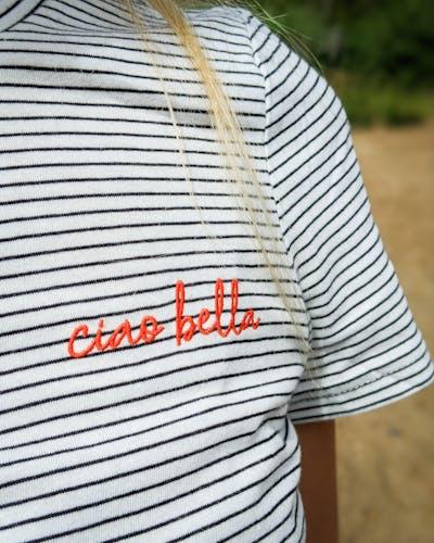 gestreiftes T-Shirt mit ciao-bella Aufdruck auf der Brust von Tom Tailor