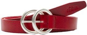 roter Ledergürtel mit silberner Schnalle von s.Oliver