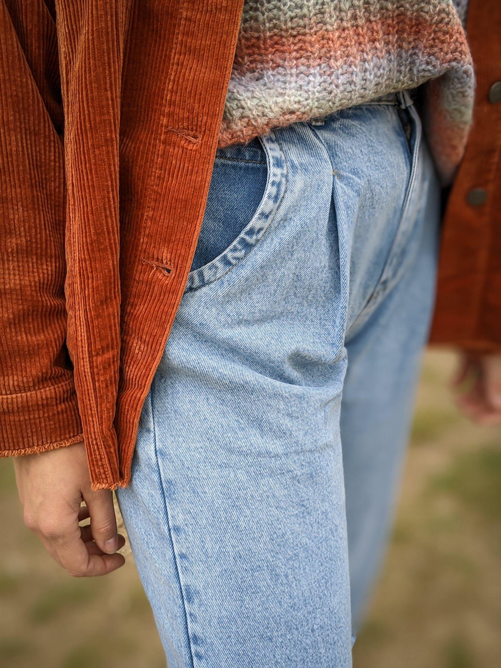 Ballon-Jeans als Nahaufnahme