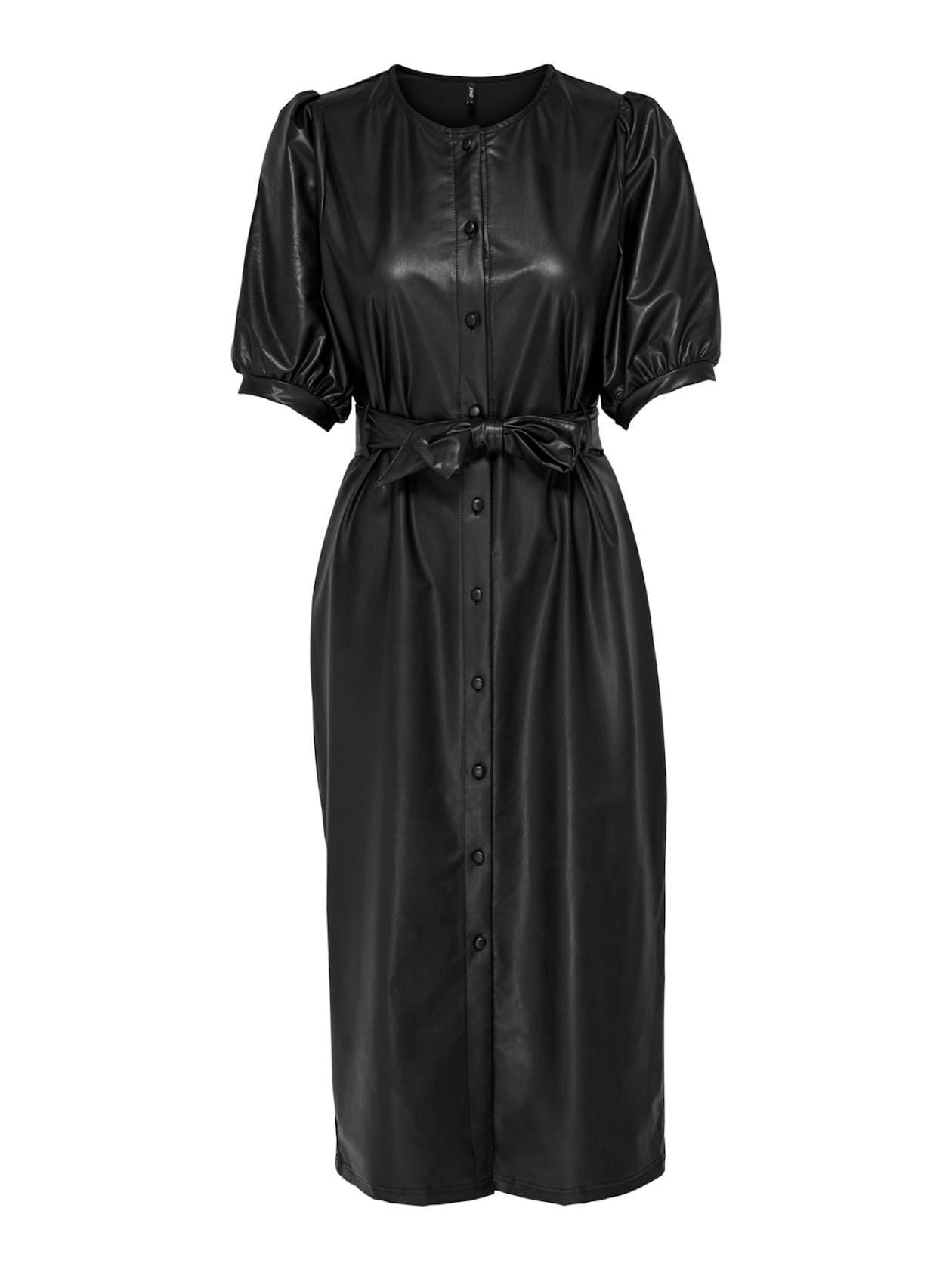 schwarzes Midikleid aus Lederimimtat mit kurzen Ärmeln und Gürtel