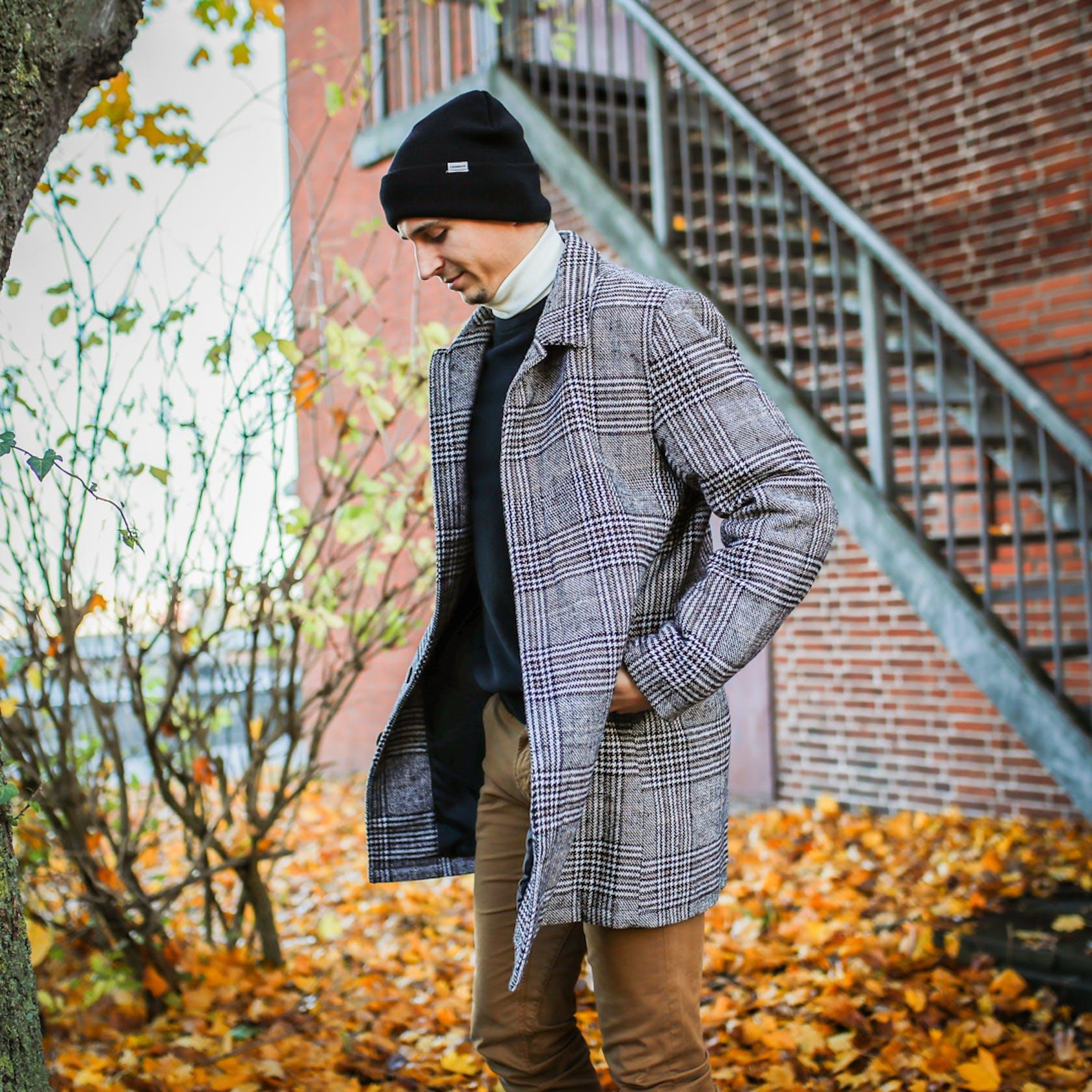 Marius Steinhauser von der SG Flensburg-Handewitt zeigt einen Look rund um den Mantel