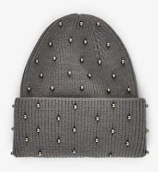 graue Mütze mit Perlen